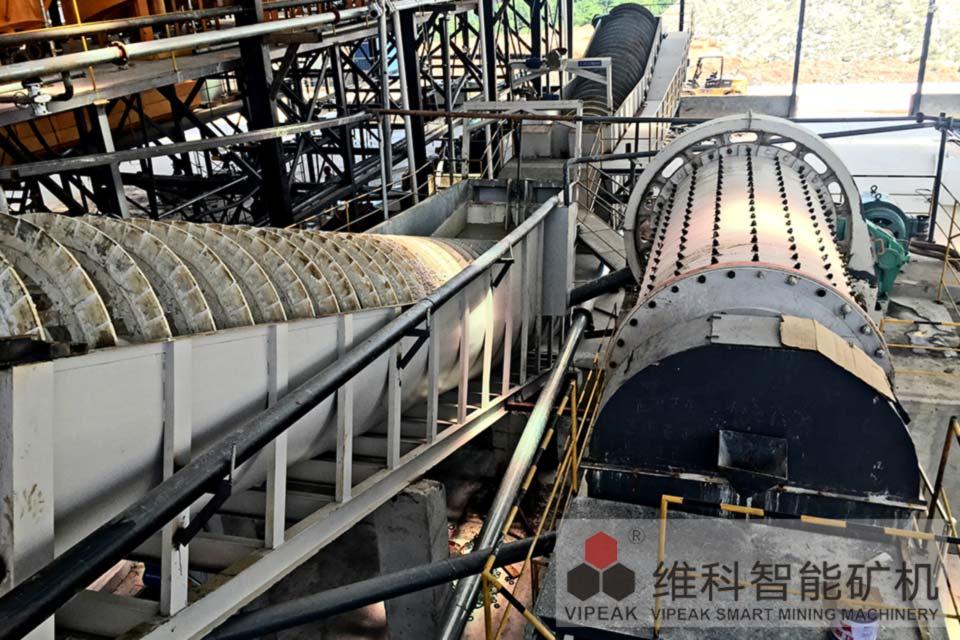 湖北赤铁矿球磨机生产现场